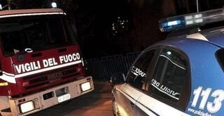 Cagliari, si dà fuoco in strada: agente ustionato gravemente per salvarlo