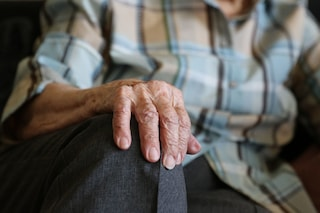 Livorno, uccidono un anziano di 94 anni per rapinarlo: arrestati l'ex badante e il compagno