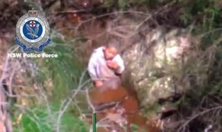 Si allontana mentre gioca e si perde nei boschi, bimbo di 3 anni trovato vivo dopo tre giorni