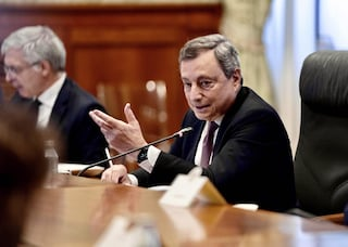 Draghi dice che l'Europa deve spendere di più in difesa e convoca G20 sull'Afghanistan il 12 ottobre