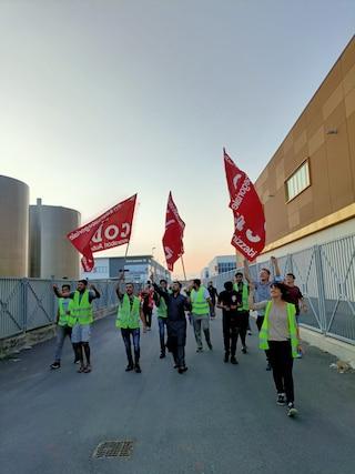 """Ordinanza Texprint, illegittimo il licenziamento di uno degli operai in sciopero: """"Grande felicità"""""""