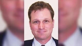 Accusato di pedofilia, giudice si suicida un attimo prima di essere arrestato dall'FBI