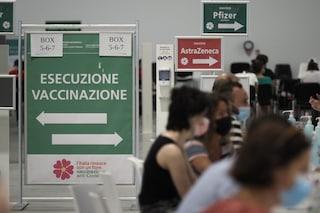 La campagna vaccinale rallenta: prime dosi ferme a quota 80mila al giorno, oltre 10 milioni in frigo
