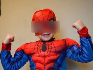 """Ancona, finanziere maltratta la compagna. Il figlio si traveste da Spiderman: """"Ti difendo io, mamma"""""""