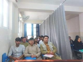 Afghanistan: talebani riaprono le scuole, ma solo per i maschi: le donne sono escluse