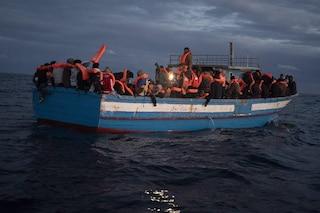 Migranti, nuovo naufragio al largo della Libia: 15 vittime, sono quasi 500 da inizio anno