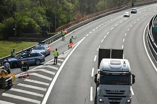 Operaio travolto e ucciso sull'A1 nei pressi di Parma: era al lavoro sulla corsia d'emergenza