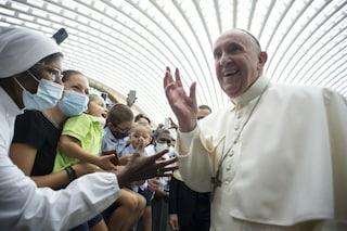 """Il Papa ai gesuiti: """"Sono ancora vivo nonostante alcuni mi volessero morto, preparavano il conclave"""""""