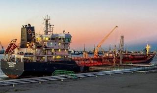 Cavo di una petroliera si spezza e colpisce marinaio al petto: nuova tragedia sul lavoro a Livorno
