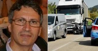 Chieti, la sua moto finisce sotto un camion: il poliziotto Raffaele Fiocco muore a 58 anni