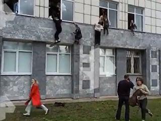 """Russia, sparatoria all'università, 6 morti. Il 18enne attentatore scriveva sui social: """"Odio tutti"""""""