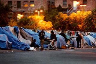 Barboni, senzatetto, accattoni: basta con gli stereotipi sulle persone senza dimora