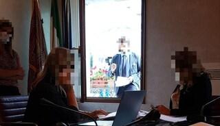 Veneto, dirigente della Regione non ha il green pass: costretto a lavorare fuori dalla finestra