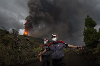 Canarie, aumentano le eruzioni del vulcano Cumbre Vieja: evacuate tre città