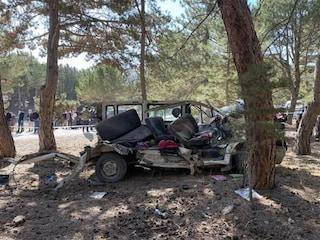 Scuolabus contro albero: morti 5 alunni delle elementari. Uno dei bimbi corre due km e chiede aiuto