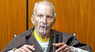 Confessa per sbaglio omicidi in tv, il miliardario Robert Durst condannato all'ergastolo