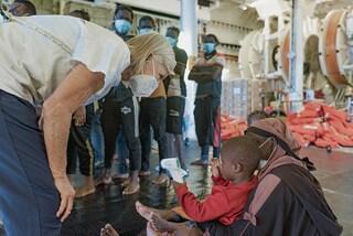 Migranti, la nave Geo Barents chiede un porto sicuro per 367 persone: uragano in vista