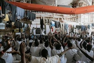 Migranti, dopo due giorni di appelli la Geo Barents di Medici senza Frontiere approda a Palermo
