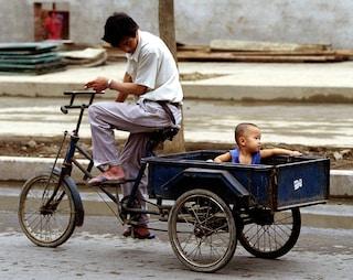 """La Cina vuole limitare il diritto all'aborto: """"Eccessivo calo demografico, servono figli"""""""
