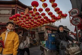 Casi Covid in aumento in Cina, 133 contagi in 11 province: saltano le maratone di Pechino e Wuhan
