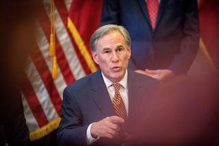 Usa, ancora 1800 morti per Covid: ma il governatore del Texas vieta il Green Pass per legge