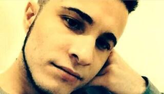 Sbalzato a decine di metri dopo lo schianto in moto, Giovanni muore a 26 anni sulla strada