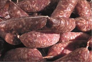 """Salmonella nella salsiccia stagionata. L'allerta del Ministero della Salute: """"Non mangiatela"""""""