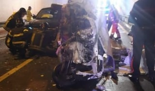 Drammatico schianto in galleria, un morto e 4 feriti sulla statale a Cosenza