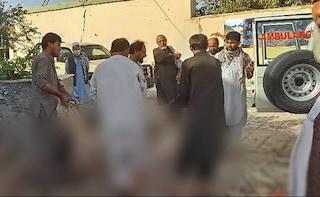 Afghanistan, kamikaze in una moschea sciita a Kunduz: 80 morti e oltre cento feriti
