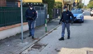 Padova, muore soffocato nel tombino: aveva messo la testa dentro per cercare qualcosa