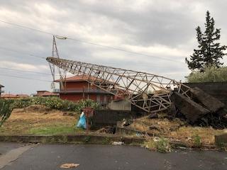 """Catania, nubifragio e disastri in provincia. Traliccio cade su una casa: """"Me l'hanno distrutta"""""""