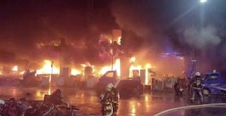 Taiwan, terribile incendio in un palazzo di 13 piani: almeno 46 morti e decine di feriti