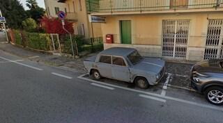 L'auto parcheggiata per 47 anni nello stesso punto trasloca: la Lancia Fulvia diventerà un monumento