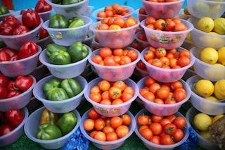 Dal 2022 la Francia vieterà gli involucri di plastica per la maggior parte della frutta e verdura