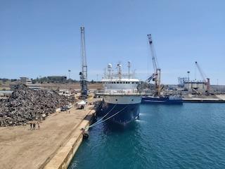 """Il caso dei mediatori culturali sulle navi quarantena: """"Turni massacranti, stipendi inadeguati"""""""