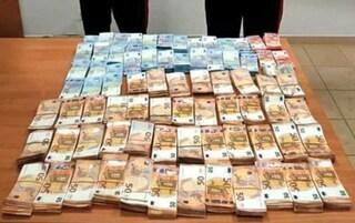 """I pensionati con un milione e mezzo di euro in casa, i carabinieri: """"Ci abbiamo messo 5 ore per contarli"""""""
