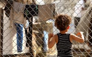 È inutile costruire muri per difendere l'Europa, per fortuna niente può fermare le migrazioni