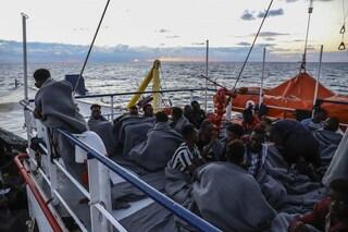 """A bordo della Sea Watch ci sono 406 persone in attesa di un porto sicuro: """"Devono sbarcare ora"""""""