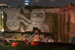 Berlino, rimossi i murales di Blu a Cuvrystrasse