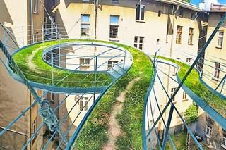 Polonia: il balcone diventa un percorso verde sospeso tra gli edifici