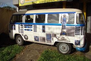 Come trasformare un normale furgoncino in un veicolo di Star Wars
