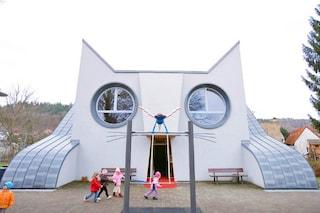 A scuola da Hello Kitty: ecco il primo asilo a forma di gatto