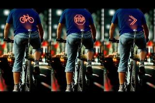 Cyclee: il primo dispositivo che proietta segnali luminosi sulla schiena dei ciclisti