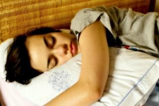 Dormire al fresco: ecco il cuscino che combatte il caldo