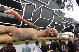 Melbourne: pupazzi giganti invadono la città e il motivo è davvero bizzarro
