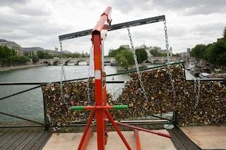 Addio lucchetti dell'amore: il Pont des Arts diventa una galleria d'arte a cielo aperto
