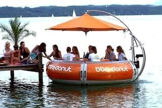 BBQ-Donut-Boat: da oggi la grigliata si fa in mezzo al mare