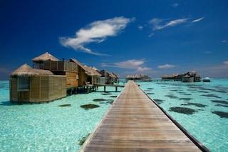 Cullati dalle onde: ecco i 10 alberghi sull'acqua più affascinanti del mondo