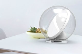 Lucy, il primo specchio sensibile che riflette la luce in ogni angolo buio di casa