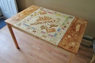 Lavori fai da te: ecco come trasformare il tavolo da cucina in un tavolo da Monopoly
